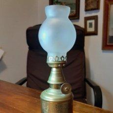Antigüedades: FAROLILLO, QUINQUÉ LAMPE OLYMPE, COMPLETO, CON MECHA, CON TULIPA, EN PERFECTO USO. GRABADO 1860. Lote 234382850