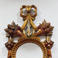 Antigüedades: ANTIGUA CORNUCOPIA-ESPEJO. MADERA TALLADA Y POLICROMADA SOBRE PAN DE ORO (VER FOTOS Y DESCRIPCIÓN). Lote 234408550