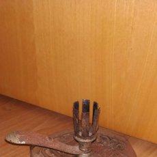 Antigüedades: ANTIGUO PORTAVELAS ALEMAN MARCA GESCHUTZT. Lote 234450080