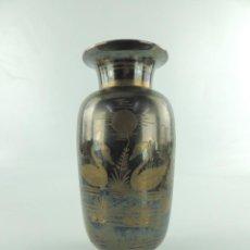 Antigüedades: PRECIOSO FLORERO DE METAL EXCELENTE DISEÑO MUY BONITO. Lote 234455905