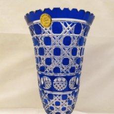 Antigüedades: JARRÓN TALLADO A MANO. CRISTAL SOPLADO. LES GRANDS DUCS. 38.5CM. Lote 234459785