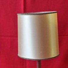 Antigüedades: ANTIGUA LAMPARA PARA MESITA DE NOCHE DE METAL. Lote 234461670
