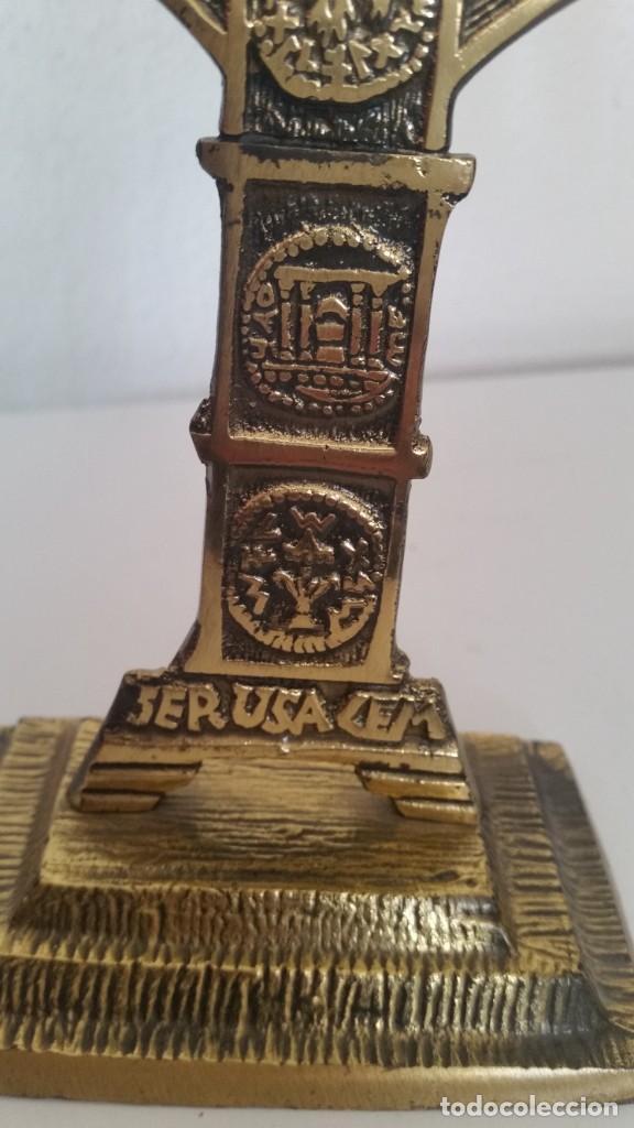 Antigüedades: PRECIOSO Y GRANDE CANDELADO DE 7VELA PARA SETE DIA SELADO JEUSALEM EN RELIEVO EN METAL FORJA DORADO - Foto 10 - 234505130