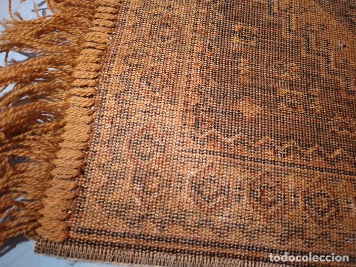Antigüedades: PEQUEÑA ALFOMBRA FELPUDO DE LANA FINA .TONOS beige y marrón ,REMATADO A MAQUINA - Foto 5 - 234551005