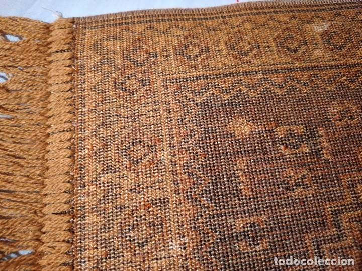 Antigüedades: PEQUEÑA ALFOMBRA FELPUDO DE LANA FINA .TONOS beige y marrón ,REMATADO A MAQUINA - Foto 6 - 234551005