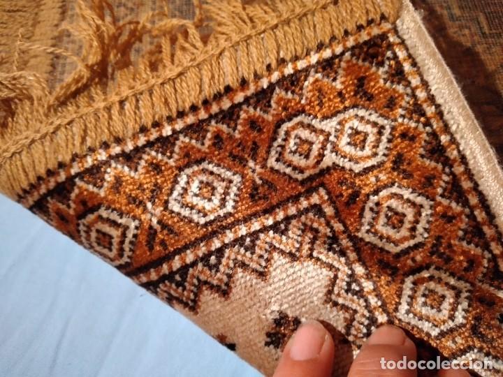 Antigüedades: PEQUEÑA ALFOMBRA FELPUDO DE LANA FINA .TONOS beige y marrón ,REMATADO A MAQUINA - Foto 7 - 234551005