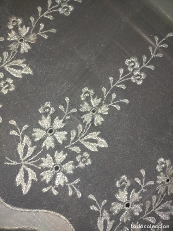 Antigüedades: 260x38 cm precioso encaje paño altar gasa bordada floral aplicaciones raso blanco iglesia virgen lee - Foto 6 - 234552950