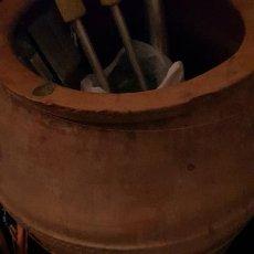 Antigüedades: TINAJA DE ACEITE 42X75 CM ALGUN DESPERFECTO. Lote 234565835