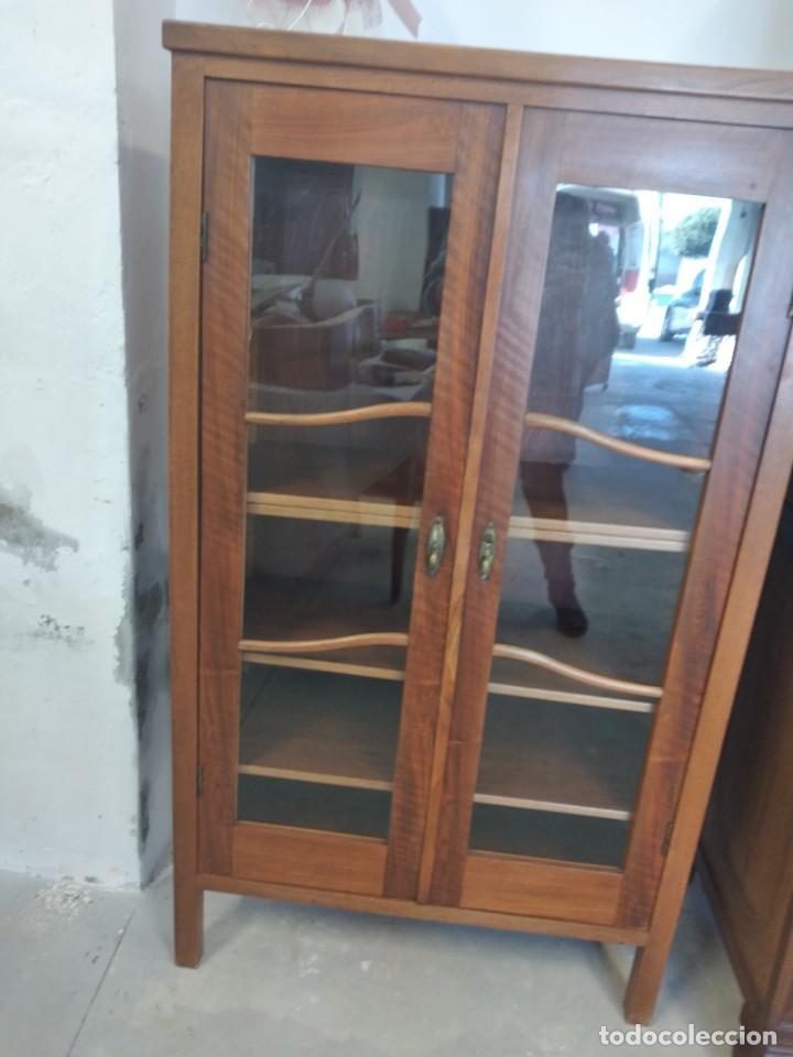 Antigüedades: Antigua vitrina de madera de roble con llave original. - Foto 4 - 234570150