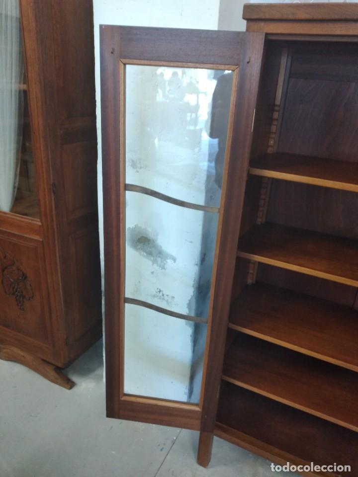 Antigüedades: Antigua vitrina de madera de roble con llave original. - Foto 8 - 234570150
