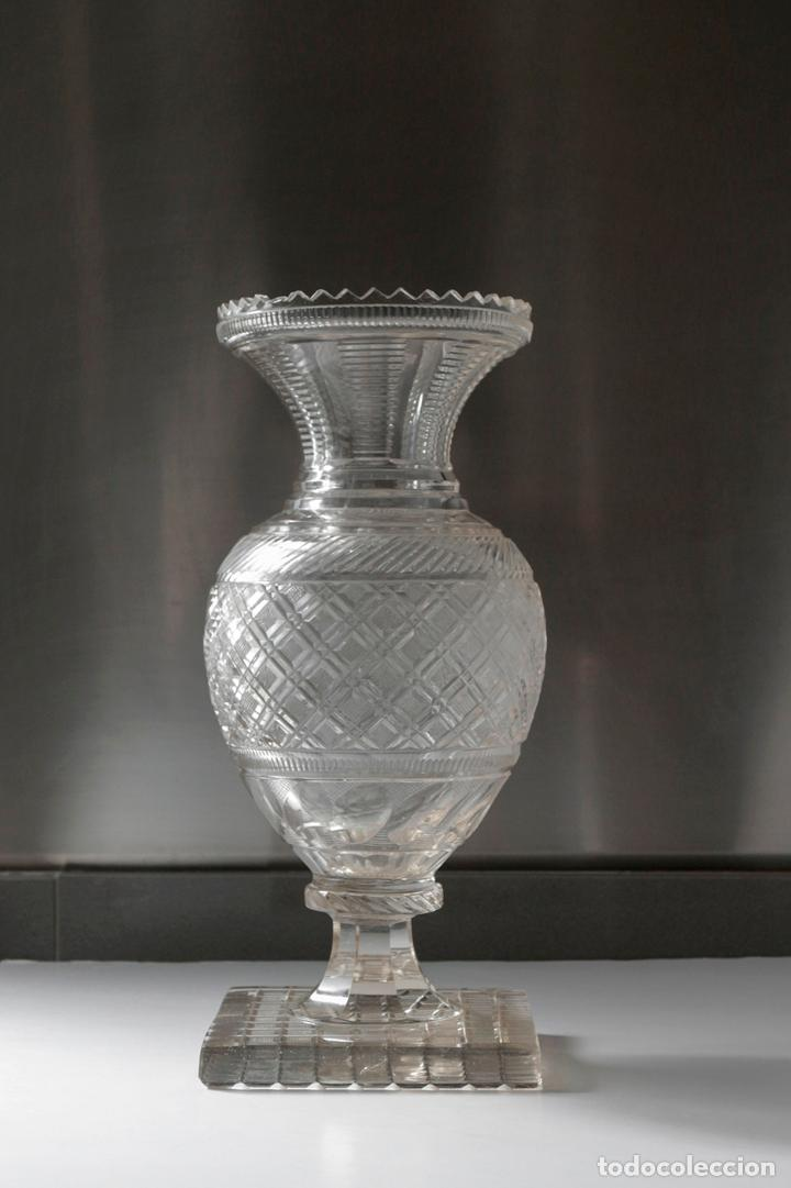 MAGNÍFICO JARRÓN VIDRIO TALLADO 1860 APROX. 30 CM (Antigüedades - Cristal y Vidrio - La Granja)
