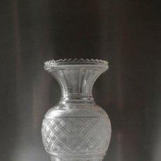 Antigüedades: MAGNÍFICO JARRÓN VIDRIO TALLADO 1860 APROX. 30 CM. Lote 234589845