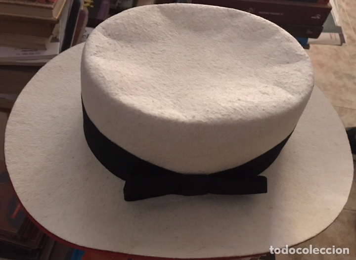 BONITO SOMBRERO CORDOBES CLASICO ANDALUZ FERNANDEZ GRANADA BLANCO ROJO SOUVENIR ANDALUCIA 55 (Antigüedades - Moda - Sombreros Antiguos)