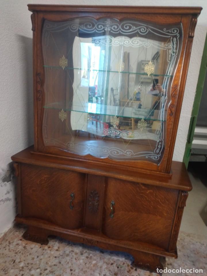 Antigüedades: Antigua vitrina de madera de cerezo silvestre, puertas correderas de cristal y 2 puertas de barriga. - Foto 3 - 234616800