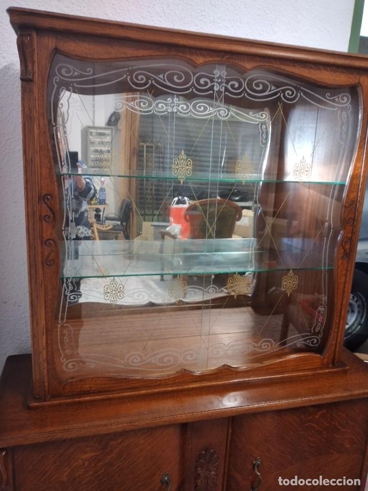 Antigüedades: Antigua vitrina de madera de cerezo silvestre, puertas correderas de cristal y 2 puertas de barriga. - Foto 4 - 234616800