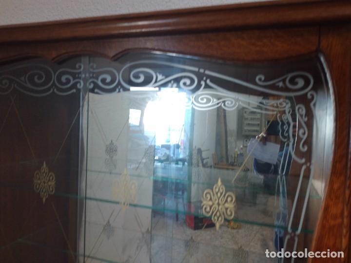 Antigüedades: Antigua vitrina de madera de cerezo silvestre, puertas correderas de cristal y 2 puertas de barriga. - Foto 8 - 234616800