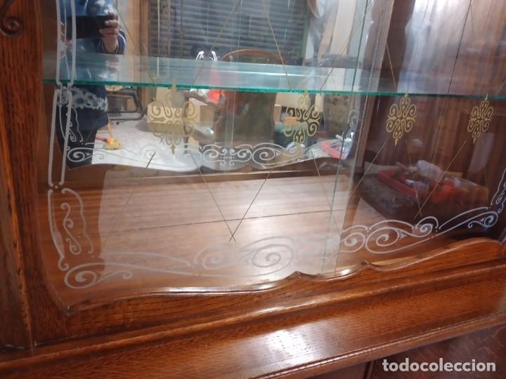 Antigüedades: Antigua vitrina de madera de cerezo silvestre, puertas correderas de cristal y 2 puertas de barriga. - Foto 9 - 234616800