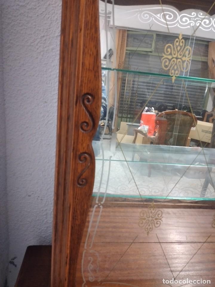 Antigüedades: Antigua vitrina de madera de cerezo silvestre, puertas correderas de cristal y 2 puertas de barriga. - Foto 10 - 234616800