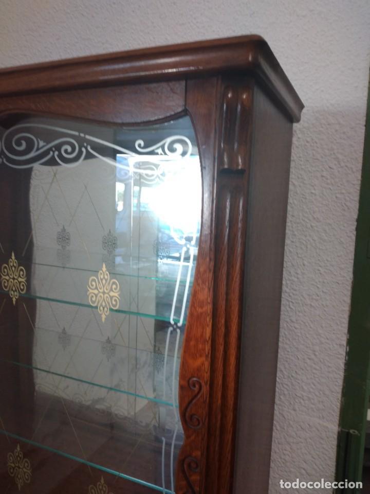 Antigüedades: Antigua vitrina de madera de cerezo silvestre, puertas correderas de cristal y 2 puertas de barriga. - Foto 12 - 234616800