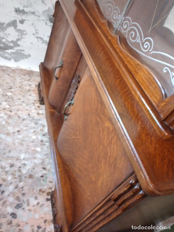 Antigüedades: Antigua vitrina de madera de cerezo silvestre, puertas correderas de cristal y 2 puertas de barriga. - Foto 14 - 234616800