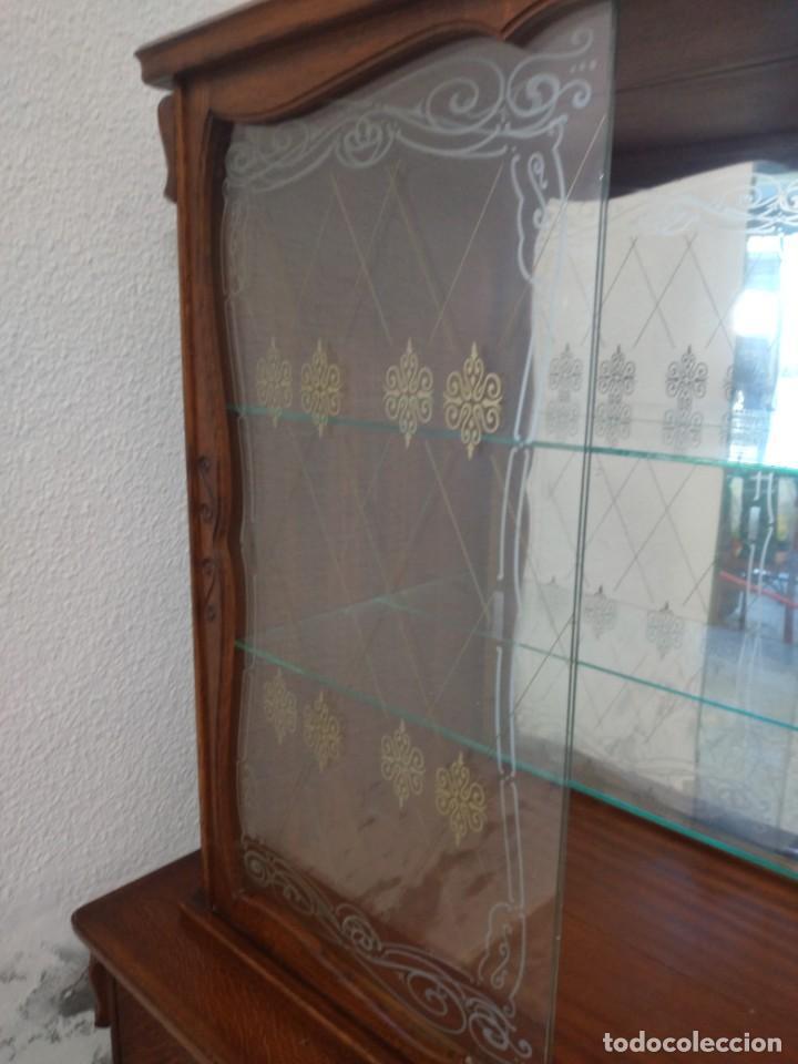 Antigüedades: Antigua vitrina de madera de cerezo silvestre, puertas correderas de cristal y 2 puertas de barriga. - Foto 17 - 234616800