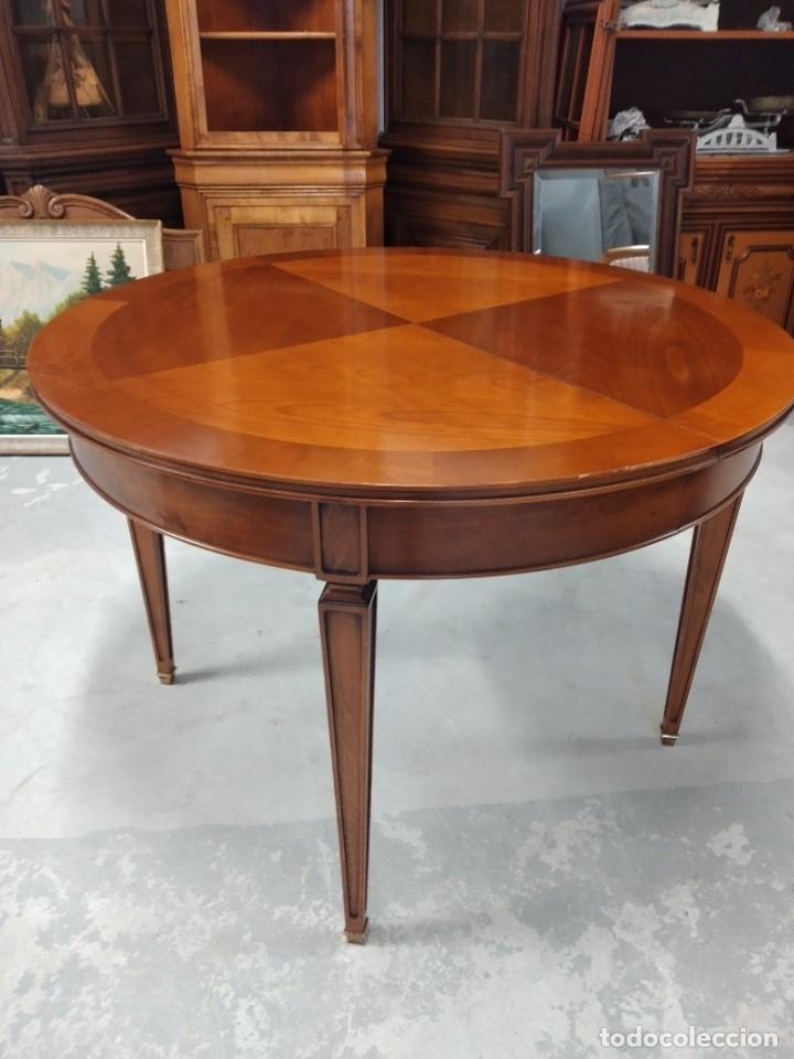 Antigüedades: Preciosa mesa extensible de madera noble, con adornos de laton en las patas.años 40/60 - Foto 2 - 234617425