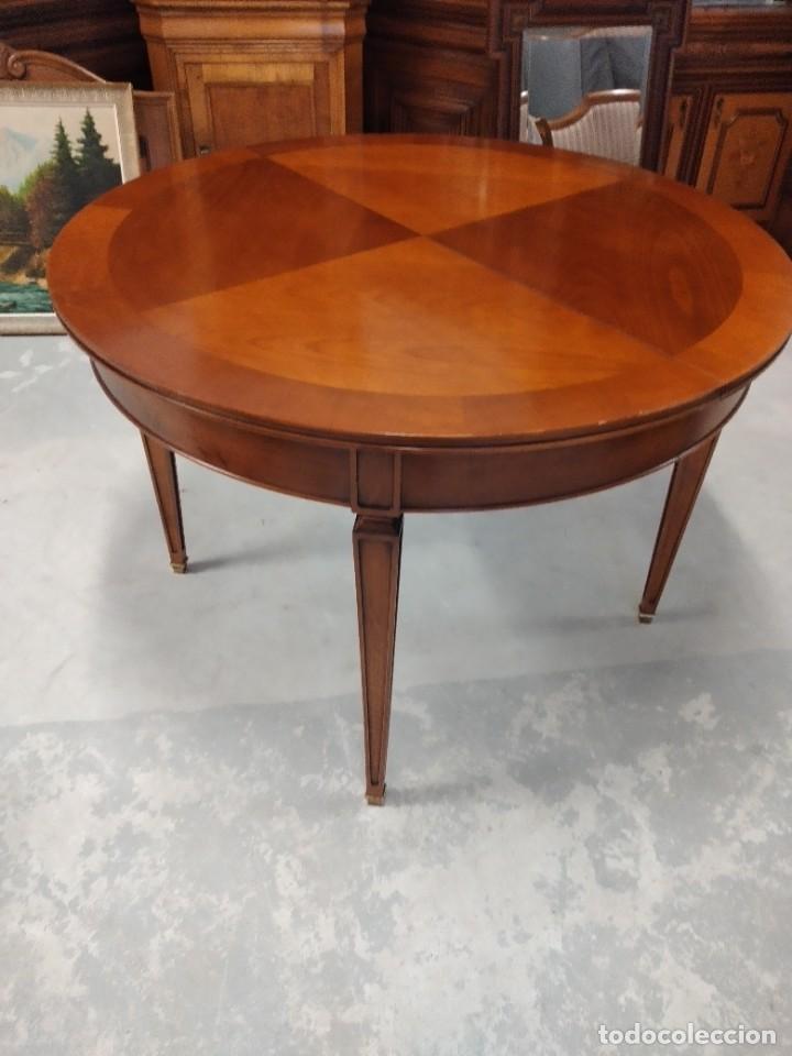 Antigüedades: Preciosa mesa extensible de madera noble, con adornos de laton en las patas.años 40/60 - Foto 3 - 234617425