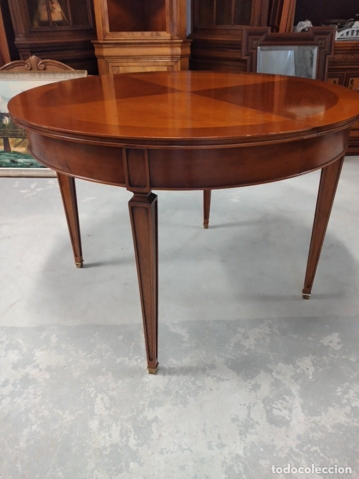 Antigüedades: Preciosa mesa extensible de madera noble, con adornos de laton en las patas.años 40/60 - Foto 4 - 234617425