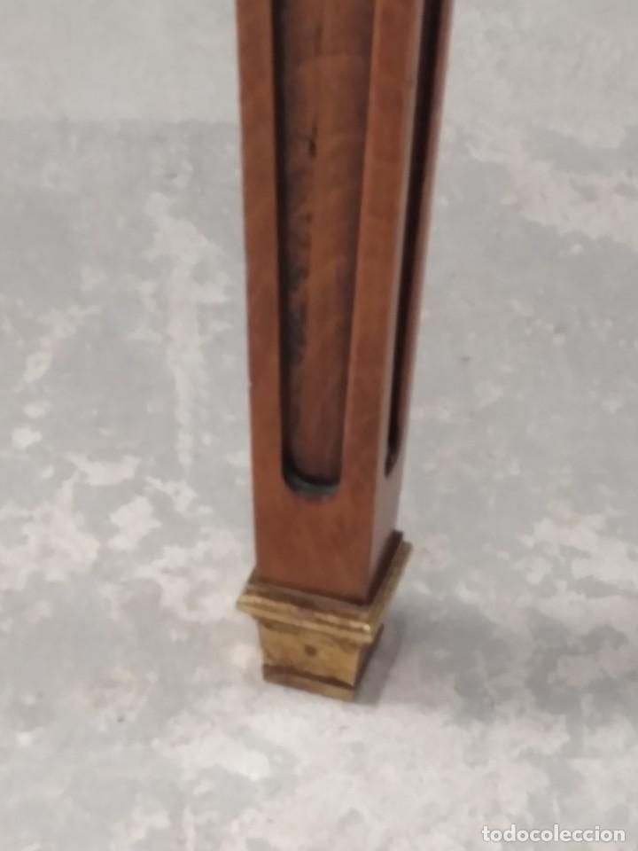Antigüedades: Preciosa mesa extensible de madera noble, con adornos de laton en las patas.años 40/60 - Foto 5 - 234617425