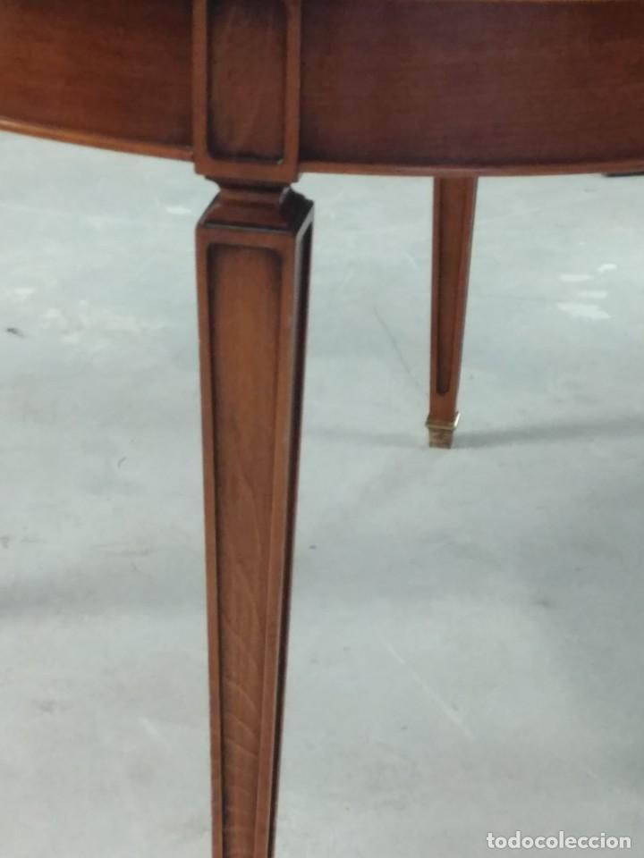 Antigüedades: Preciosa mesa extensible de madera noble, con adornos de laton en las patas.años 40/60 - Foto 7 - 234617425