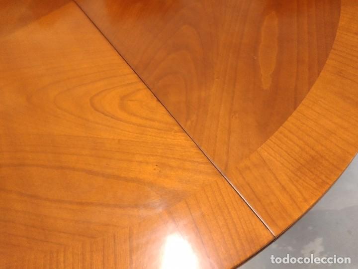 Antigüedades: Preciosa mesa extensible de madera noble, con adornos de laton en las patas.años 40/60 - Foto 9 - 234617425