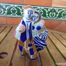 Antiguidades: FIGURA EN PORCELANA ,CERÁMICA DE SARGADELOS PAREJA DE CAMPESINOS. Lote 234618050