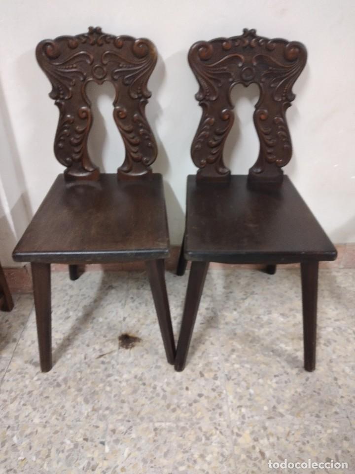 LOTE DE 2 ANTIGUAS SILLAS DE MADERA RESPALDO TALLADO, AÑOS 20/30 (Antigüedades - Muebles Antiguos - Sillas Antiguas)