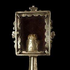 Antigüedades: RELICARIO DE PLATA CON PIE Y RELIQUIA. Lote 234632180