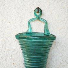 Antigüedades: PRECIOSO FLORERO DE PARED DE CRISTAL SOPLADO GORDIOLA (CRISTAL MALLORQUÍN), VIDRE BUFAT. 21CM.. Lote 234712825