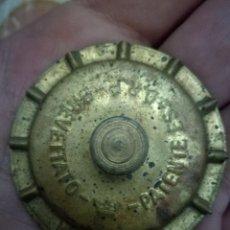Antigüedades: BREVETTATO ANTIGUO UTENSILIO COSTURA.. Lote 234748935
