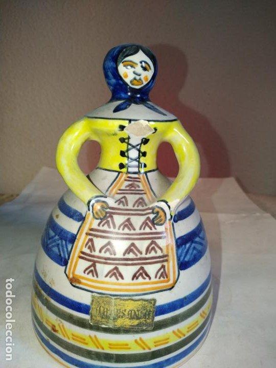 Antigüedades: 2 campanas ceramica Talavera ( Toledo ) de la Menora . Una de ellas en forma de mujer con mandil. - Foto 2 - 234761265