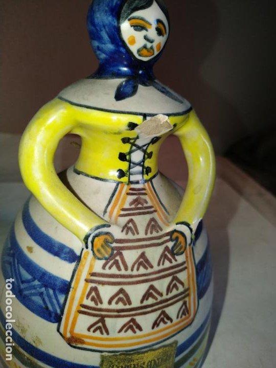 Antigüedades: 2 campanas ceramica Talavera ( Toledo ) de la Menora . Una de ellas en forma de mujer con mandil. - Foto 3 - 234761265