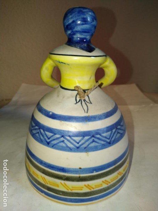 Antigüedades: 2 campanas ceramica Talavera ( Toledo ) de la Menora . Una de ellas en forma de mujer con mandil. - Foto 5 - 234761265