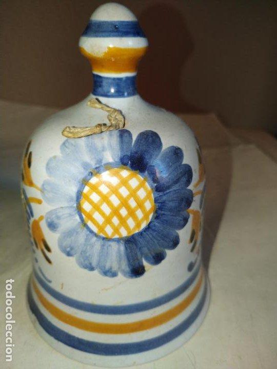 Antigüedades: 2 campanas ceramica Talavera ( Toledo ) de la Menora . Una de ellas en forma de mujer con mandil. - Foto 7 - 234761265