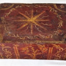 Antigüedades: CAJA EN MADERA POLICROMADA. ROSA DE LOS VIENTOS. ESPAÑA (?) SIGLO XVII-XVIII. Lote 234816780