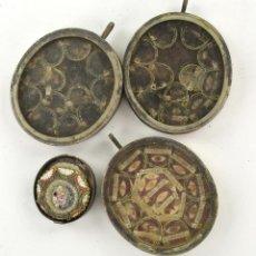 Antigüedades: LOTE DE RELICARIOS ANTIGUOS LACRADOS , 5,5X5 CM. VER FOTOS Y REVERSOS.. Lote 234837445