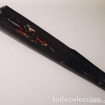 Antigüedades: Abanico, años 20,país tela, calada y bordada con motivo oriental,38 cm de longitud. - Foto 5 - 234850440