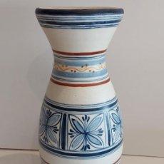 Antigüedades: PERFECTO JARRÓN DE TALAVERA / FIRMA TALABRICENSE 12 / 30 CM ALTO X 11 CM Ø BOCA.. Lote 234859285