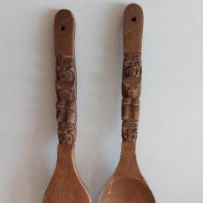 Antigüedades: GRAN TENEDOR Y CUCHARA DE MADERA / VENER & SON'S - PHILIPPINES / 45 CM / CON USO DE LA ÉPOCA.. Lote 269238453