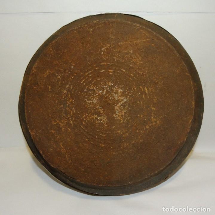 Antigüedades: TAJIN ANTIGUO DE CERÁMICA BARRO Y COBRE REPUJADO - Foto 7 - 234924545