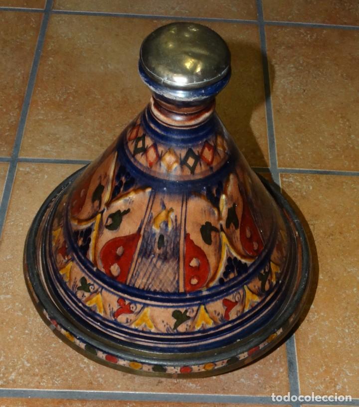 TAJÍN ANTIGUO CERÁMICA ESMALTADA PINTADA A MANO Y COBRE (Antigüedades - Porcelanas y Cerámicas - Otras)