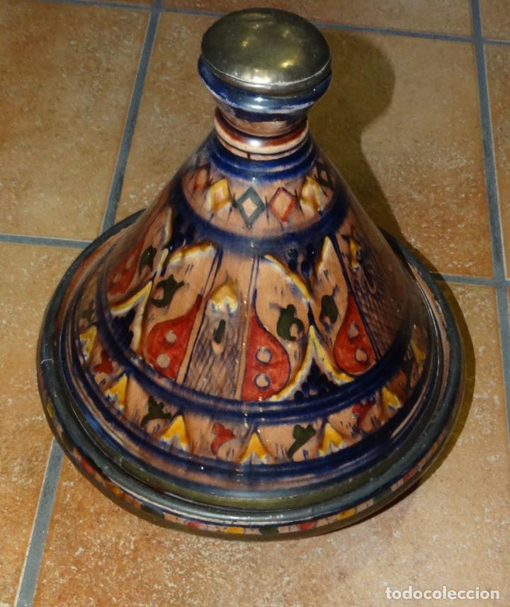 Antigüedades: TAJÍN ANTIGUO CERÁMICA ESMALTADA PINTADA A MANO Y COBRE - Foto 2 - 234928790