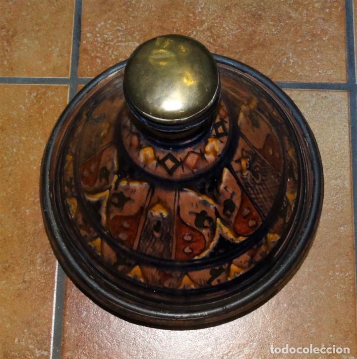 Antigüedades: TAJÍN ANTIGUO CERÁMICA ESMALTADA PINTADA A MANO Y COBRE - Foto 3 - 234928790
