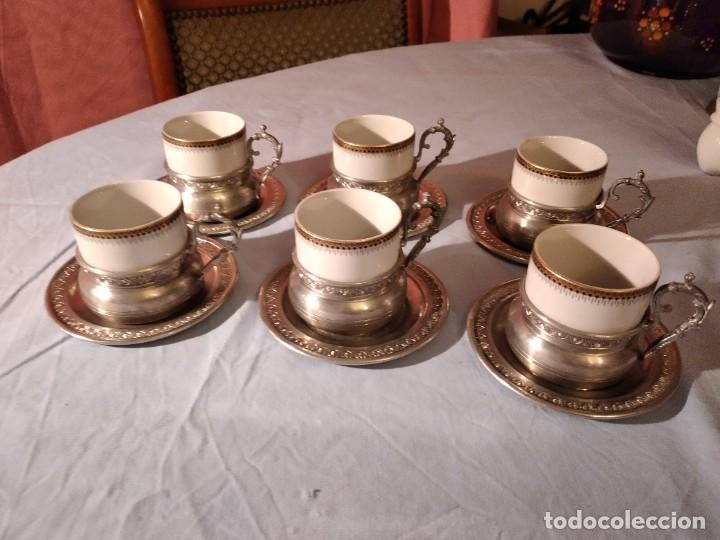 PRECIOSO JUEGO DE CAFÉ DE PORCELANA CON TAZA Y PLATILLO DE 95% ESTAÑO (Antigüedades - Porcelanas y Cerámicas - Otras)